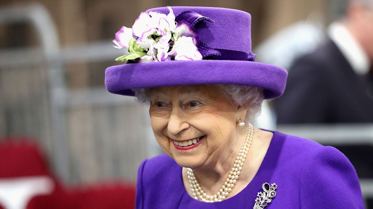 1518452205 queen elizabeth has declared war on plastic - Queen Elizabeth has declared war - on plastic